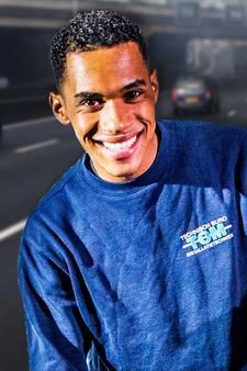 Held Vincent (26) redt twee kinderen uit brandende auto
