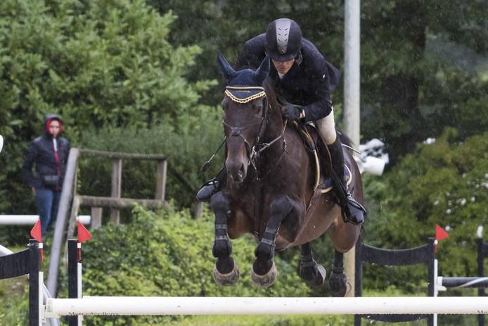 Wiljan Laarakkers in actie met zijn paard Langer Jan. Archieffoto.
