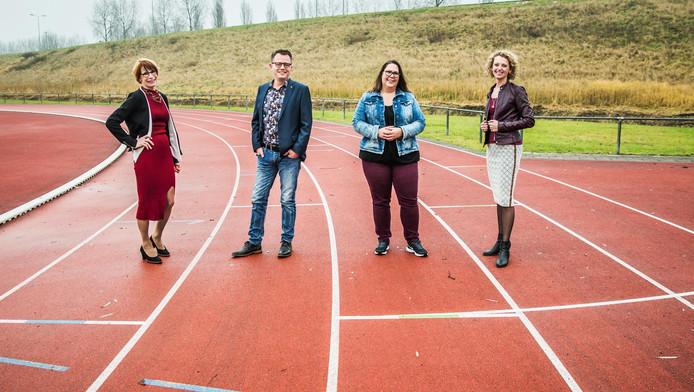 Even voorstellen Van links naar rechts: José Brand, Frank van der Gaag, Tjitske Loeffen en Monique van Dorp.