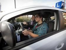 Autorijbewijs populair onder 17-jarigen, bromfiets niet