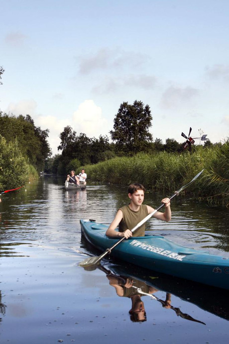 Met een fluisterbootje door de Kop van Overijssel