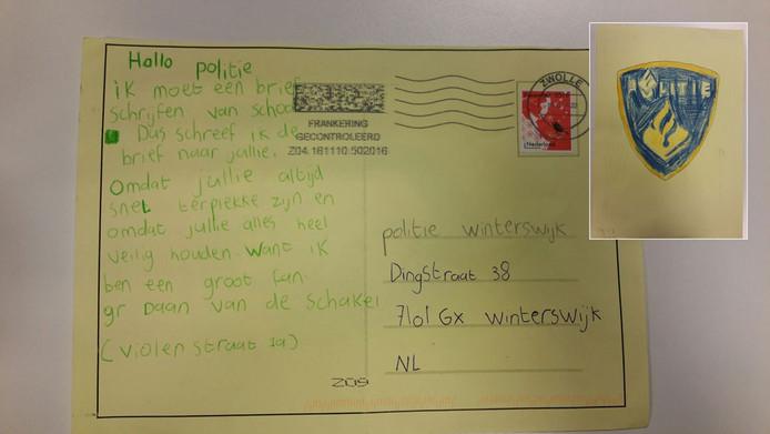De briefkaart die Daan schreef aan de politie in Winterswijk. Inzet: het getekende politielogo op de achterkant van de kaart.