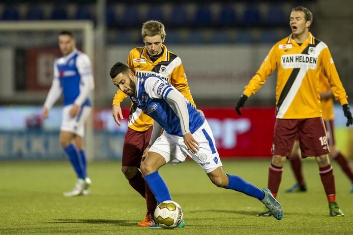 Brian Boogers in duel met FC Den Bosch-speler Arda Havar.