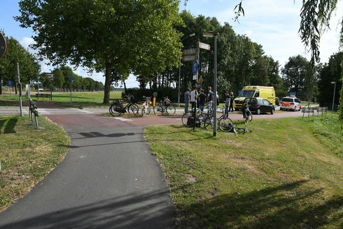 De ambulance en politie ter plaatse op de plek van het ongeval.