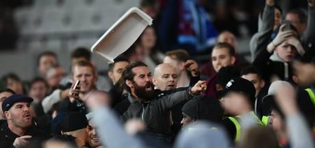 Fans West Ham en Chelsea gaan elkaar te lijf
