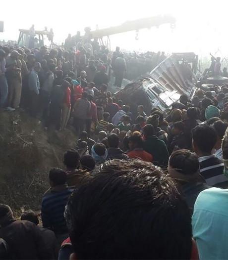 'Zeker 24 kinderen omgekomen bij schoolbuscrash India'