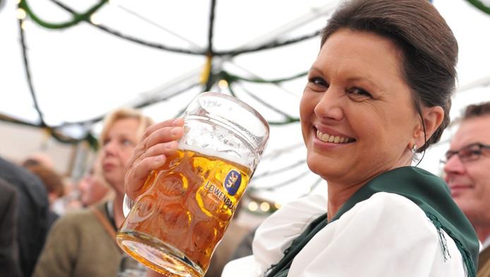 Mininster van landbouw Ilse Aigner bij de opening van het Oktoberfest.