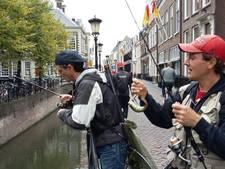 Streetfishers gooien hengel uit in Utrechtse grachten