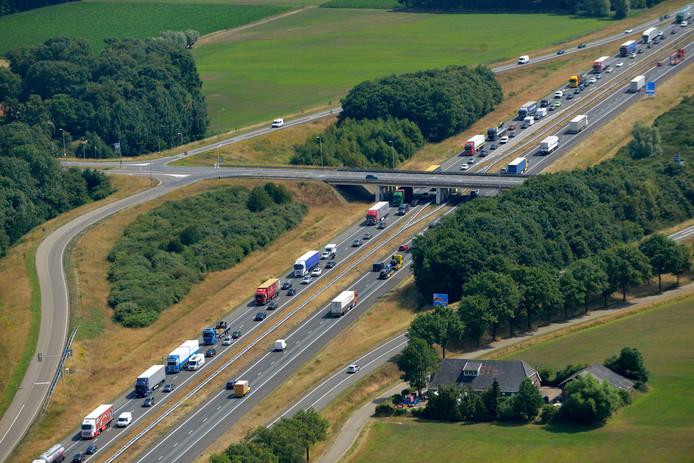 Autosnelweg A1 ter hoogte van de afslagen naar Holten en Markelo.