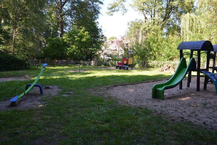 Het speelterrein aan het Ontmoetingscentrum in Olsene.