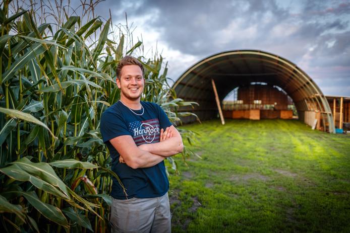"""Rick Hensbergen kocht met acht vrienden een 'romneyloods' in Noord-Brabant voor Cornfest. ,,Het wordt een feest in Amerikaanse stijl."""""""