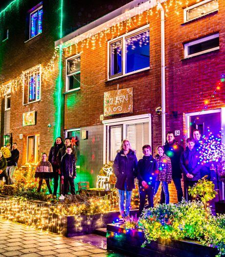 Verbroedering in donkere coronatijd dankzij sprookjesachtige kerststraat: 'Het mag een beetje tokkie zijn'