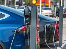Je auto opladen met een lantaarnpaal? Zeist gaat het proberen