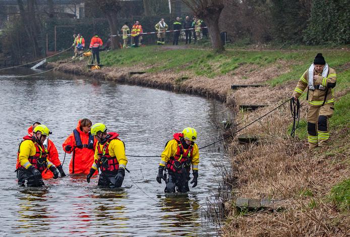 Twee jaar geleden werd in de Boezemsingel in Oud-Beijerland ook met duikers naar een persoon gezocht.
