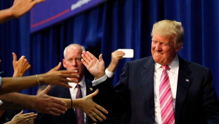 Donald Trump wordt begroet door aanhangers in Fredricksburg, Virginia. Beeld AP