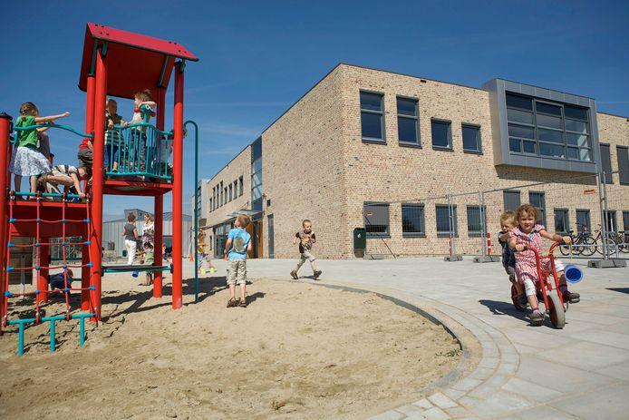 Het Ewijkse schoolplein.