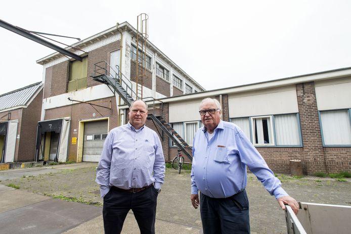 Theo en Marcel Deegens zijn bijna 'vergroeid' met het TSB-terrein. Ze juichen het voornemen van de gemeente om zo veel mogelijk industrieel erfgoed te behouden toe.