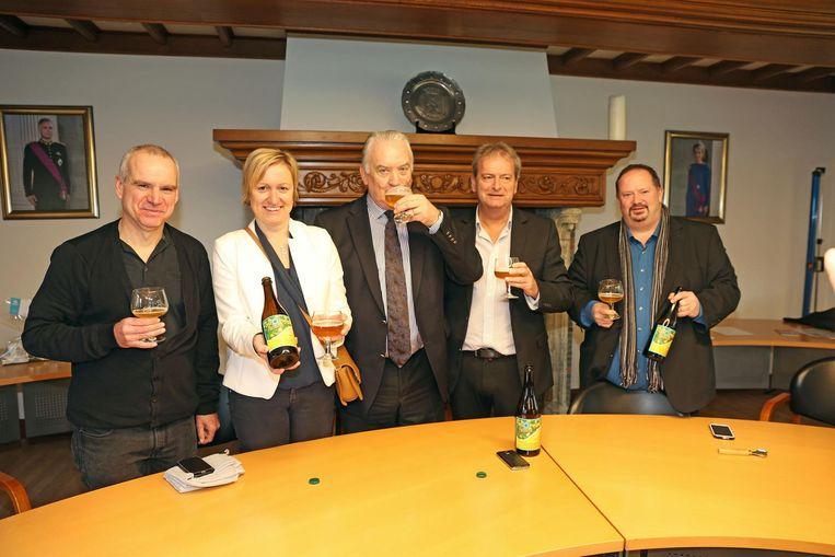 Het gemeentebestuur is trots op de nieuwe (H)Opwijk Blond.