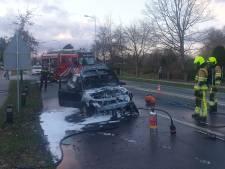 Auto brandt uit in Malden nadat bestuurder rook onder de motorkap ziet