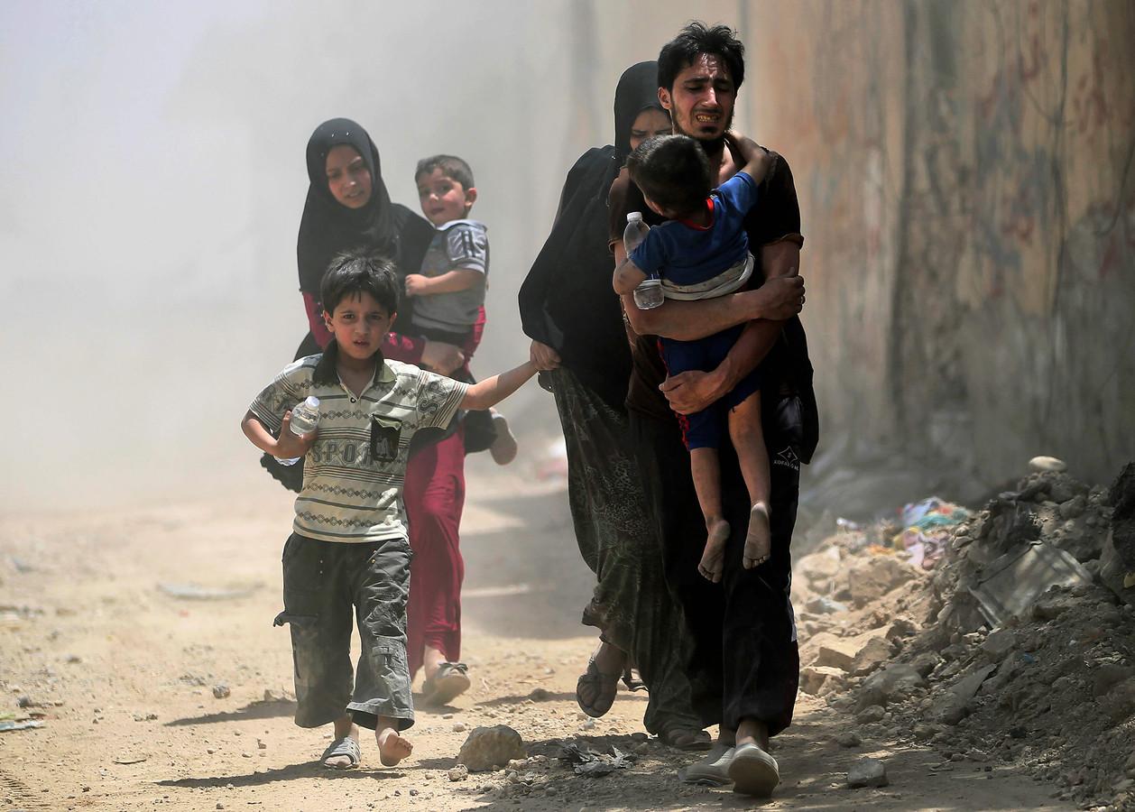 Irak zegt dat de laatste strijders van Islamitische Staat nu uit het land verdreven zijn. In de strijd tegen de terreurgroep is onder meer de stad Mosul in puin gelegd en sloegen duizenden mensen op de vlucht.