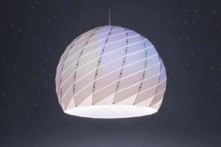 'Milkyway'-lamp projecteert de melkweg.Vanaf € 330. dennisparren.nl Beeld Dennis Parren