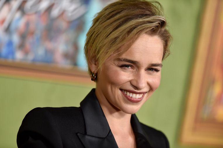 Emilia Clarke mét een korte coupe.