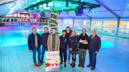 Kerstmarkt voor het eerst overdekt, ijspiste nog mooier versierd
