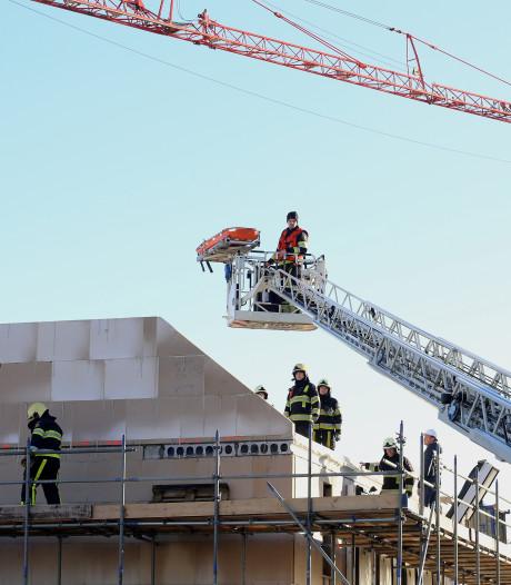In Rosmalen gewonde bouwvakker moet geopereerd: 'Gewond aan schouder, heup en benen'