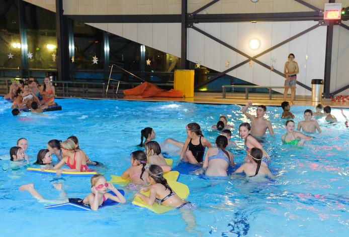 Zwemdisco (foto ter illustratie)