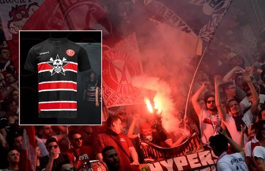 Fans van Fortuna Düsseldorf. Inzet: het speciale shirt.
