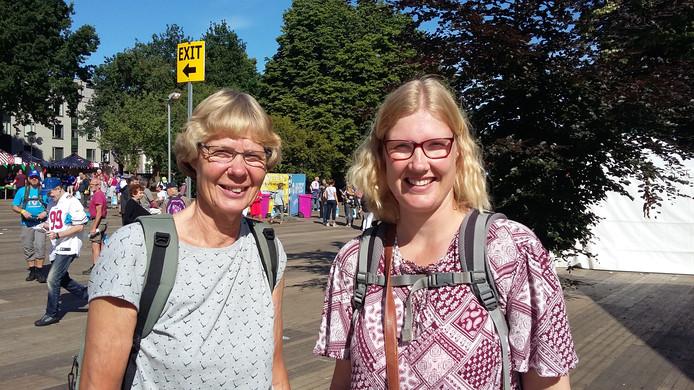 Mieke van Leeuwen en Michelle Calkhoven zijn op zoek naar een vroege startkaart voor de 40 kilometer.