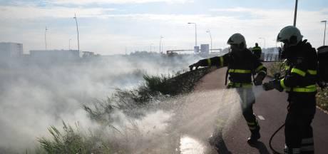 Bermbrand geeft rookoverlast op Midden-Brabantweg bij Waalwijk