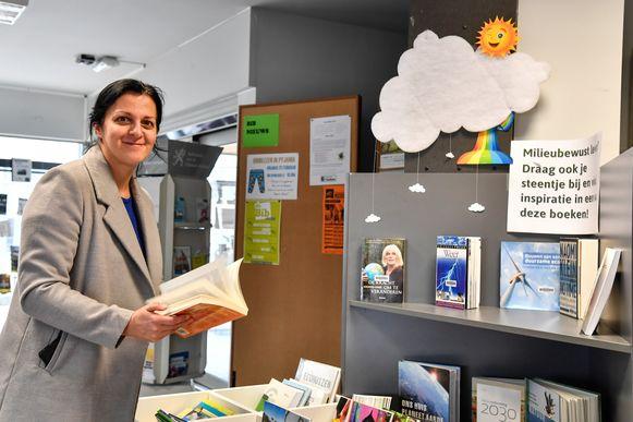 """""""We proberen met de bibliotheek positieve prikkels mee te geven in deze coronatijden"""", zegt bibliothecaris An Heirbaut."""