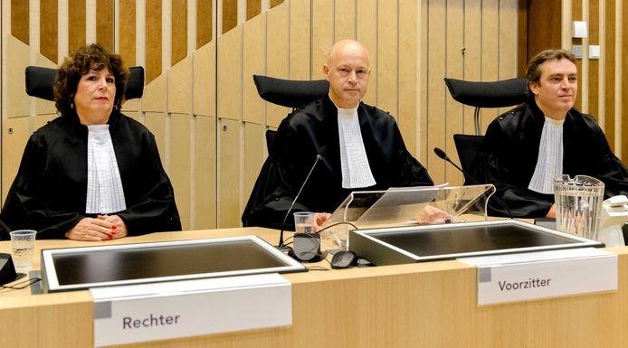 Rechters Elianne van Rens, Hendrik Steenhuis (midden) in het strafproces tegen Geert Wilders.