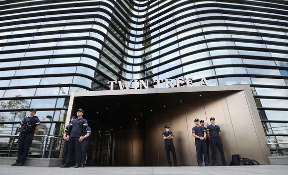 Nadat de zeventiger brand stichtte in zijn auto, wordt de Japanse ambassade in Seoel streng bewaakt.