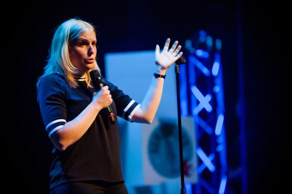 Amelie Albrecht won de jongste versie van Humo's Comedy Cup.