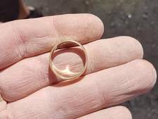 Verloren trouwring terug, Carla (71) 'heel blij'