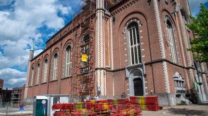 Sint-Gertrudiskerk al meteen in de stellingen: herstel van dak na stormschade en aantasting door houtworm