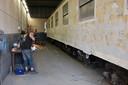 In de werkplaats van het Tilburgse reïntegratiebedrijf tROM werden treinen kaalgeschuurd. © Transition Town Tilburg JB BD