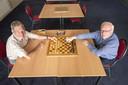De rivaliteit tussen dammen en schaken is niet van de lucht, maar Johan Haijtink en Paul van Berkum zien samen 'denksporten' wel zitten.