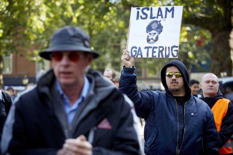 Demonstranten van Pegida voeren actie tegen de komst van vluchtelingen die moslim zijn. Beeld anp