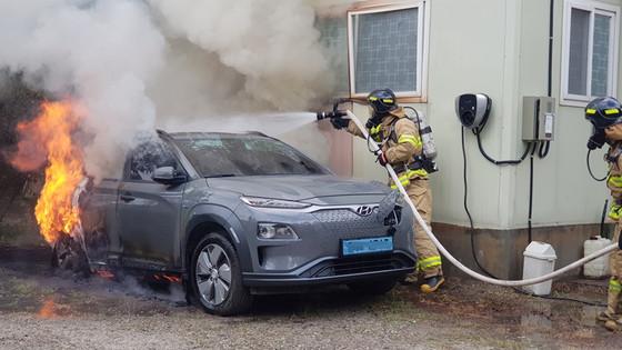 Hyundai wil de software van 8000 hybride Kona's vervangen om te voorkomen dat er risico is op brand.