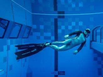 Diepste zwembad ter wereld voor duikers geopend in Warschau