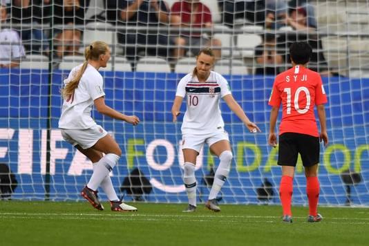 Caroline Graham Hansen viert haar gemaakte penalty.