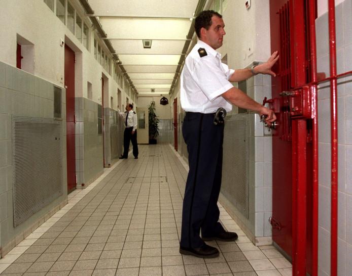 Politie een taxibedrijf? Boeven niet altijd opgepakt door lange reistijden naar cel