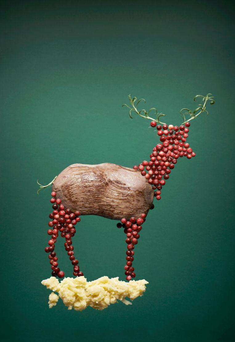 Hertenbiefstukjes met romige luxe-zuurkoolstamp Beeld Rein Janssen