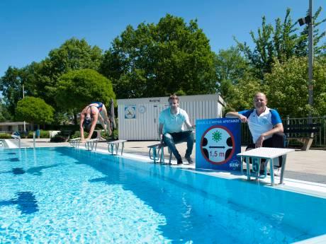 Dringen voor duik in Wijhes zwembad? 'Bijna 900 abonnementen verkocht, maar plek voor 150 mensen tegelijk'