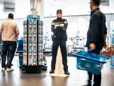 Volop diefstal bij de zelfscankassa, Albert Heijn Nijmegen plaatst agent van karton