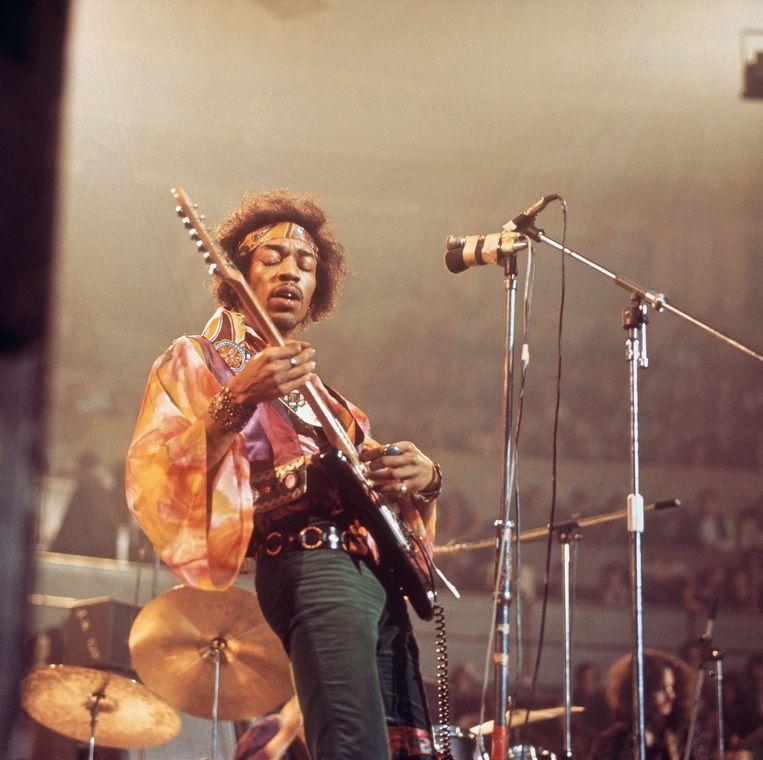 Jimi Hendrix (1942-1970) tijdens een optreden met The Jimi Hendrix Experience in The Royal Albert Hall in London, op 24 februari 1969. Beeld Redferns