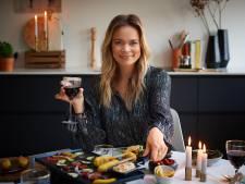 Jet van Nieuwkerk gourmet in nieuwe videoserie: 'Ik ben er niet mee opgevoed'